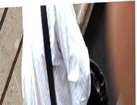 La misma culona entallada en vestido gris