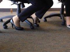 candid heels shoeplay in nylons au bureau 2