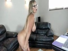 Busty MILF that loves to have a good time