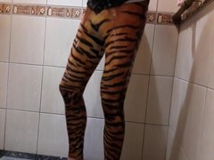 Under shower with tiger print leggings