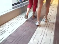 Teens walking sexy legs feets and ass shorts