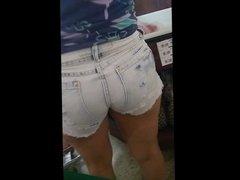 de shortinho curto no mercado (brunette shorts small) 207