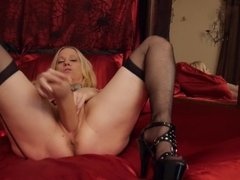 Milf and a phat dildo