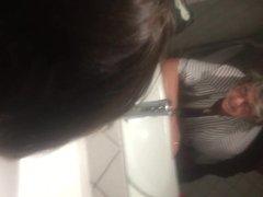 Odile la catho dans les wc des hommes