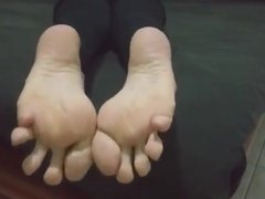 Dina moves her sexy (size 37) feet