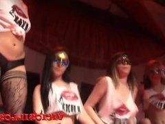 Lesbico de las chicas de la Sala Luxx en el FEDA 2015