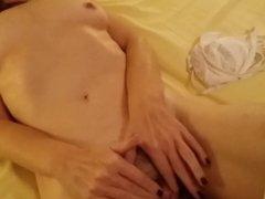 Mia moglie si masturba per voi (2 parte)