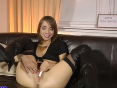 Brit teen pussyrubs with money before riding