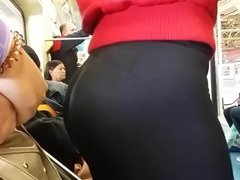 Yummy Big Teen Ass in Leggings on Train