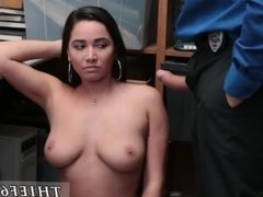 Teen cheats on her bf and old guy fucks