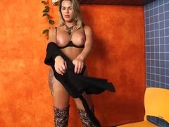 Tranny Sasha Martoy toys her ass and rubs her cock
