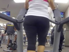 Big booty shaking in yoga pants milfs