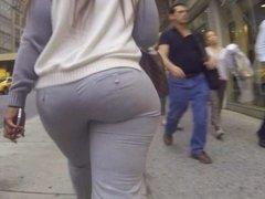 Big butt shaking in pants milfs