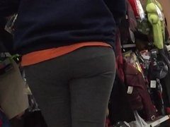 Yoga Pants Nice MILF Ass