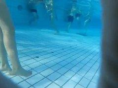des beaux culs de teens francaises a la piscine