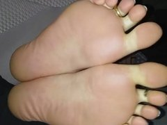 sexy!!sexy!! soles nice foot tease!