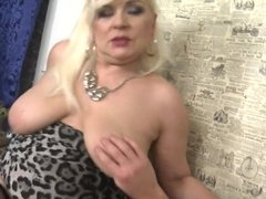 HOT mature mom seduce lucky boy