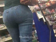 Bubble Booty Blonde Milf in Jeans