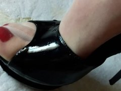 Feet in Nylons and High heels soaked in Piss