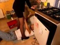 French milf se fait sodomiser par son plombier