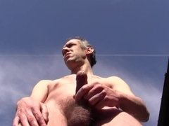 I'M SEEN DURING A HUGE CUMSHOT OUTDOOR IN PUBLIC TO GENEVA - AMATEUR SOLO