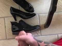 Schuhe der Schwiegermutter