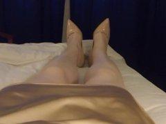 CD Sarah jerks off in bed