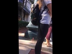 Candid - Blonde hottie in yoga pants