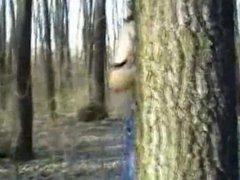 Mi esposa la China se desnuda para mi en el bosque