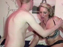 Deutsche Mutter wird vom Stief Sohn mit Riesen Pimmel gefickt