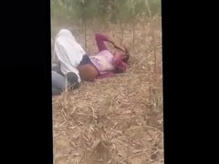Desi lover boy fucking girl in jungle caught red handed
