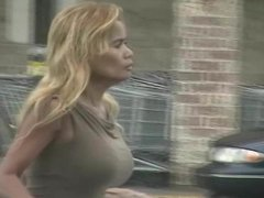 candids - Blonde MILF with big tits & hot body