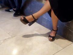Mature fr dangling sexy legs feets high heels