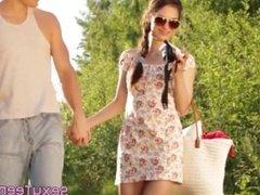 Teen girlfriend jizzed after outdoors fuck