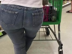 Phat Ass Latina Booty in Jeans