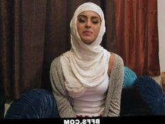 BFFS - Smokin' Hot Poonjab Girls Fuck In Their Hijabs