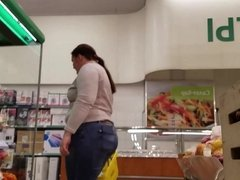 Massive ass in supermarket