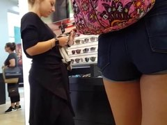 Candid voyeur gorgeous legs and ass in sunglass store