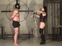 Mistress Saran petite japanese femdom whipping