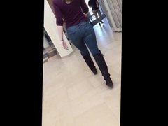 Pawg Brunnette in Tight Jeans