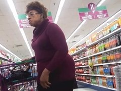 Look at the booty on this ebony granny