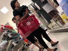 Lady mature big ass in leggings