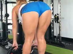 Showing off her ass massively at gymn