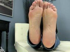 Angel Kissed Feet - Sexy MILF Nikki Ashton Makes you Jerkoff For Her Feet