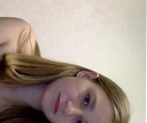 Jeune blanche avec des gros seins webcam