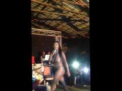 Cantora de Funk Dancando Nua