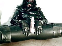 GLOVER1000 - leather cock lady
