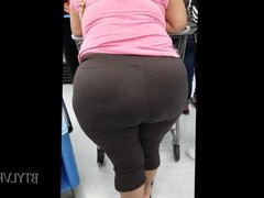 Latina Bubble Booty at Wally World