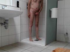 Paul beim Duschen