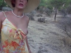 A hot mature shows us her naked body in the field